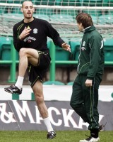 07/01/09 HIBS TRAINING EASTER ROAD - EDINBURGH Hibs captain Rob Jones (left) prepares for his side's clash with Hearts